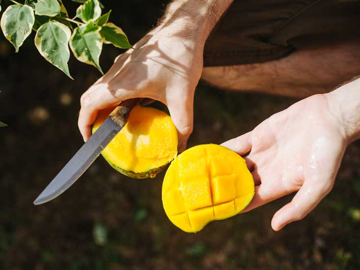 How to Cut a Pineapple: 6 Simple Methods