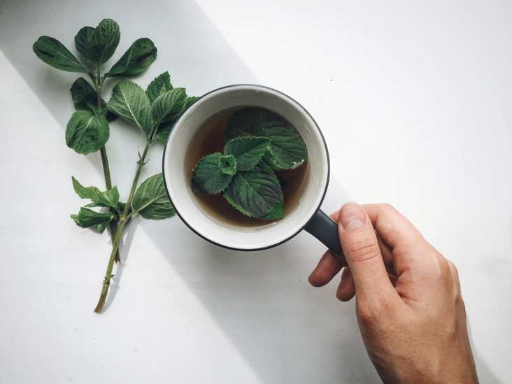 11 Surprising Benefits of Spearmint Tea and Essential Oil