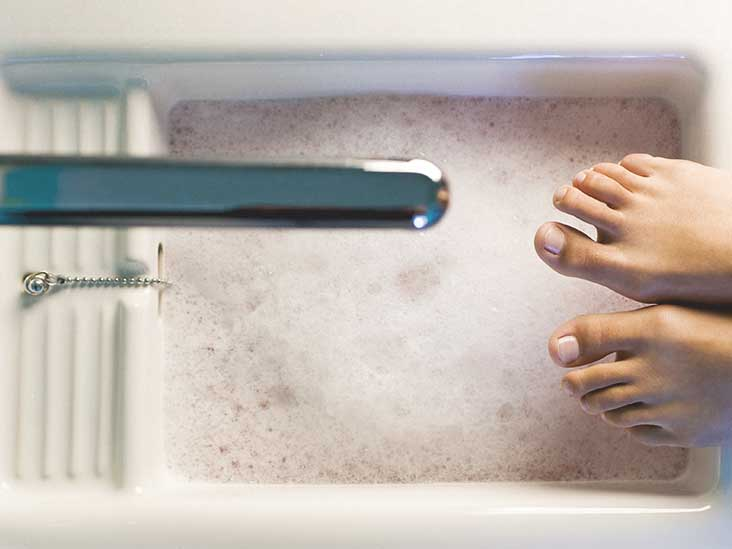 Listerine Foot Soak: How It Works, Effectiveness and More