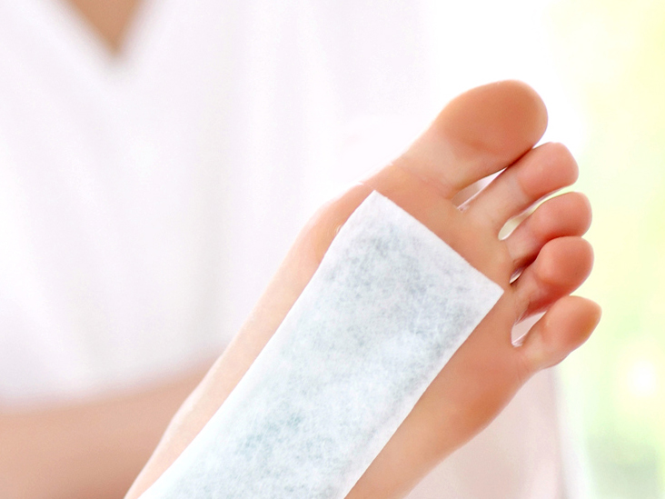 How to Get Glass Out of Foot: Extraction and First Aid