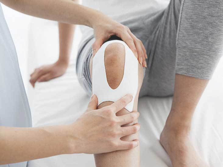 Water on the Knee (Joint Effusion): Symptoms and More