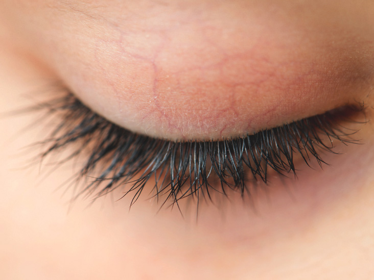 How to get thick dark lashes naturally