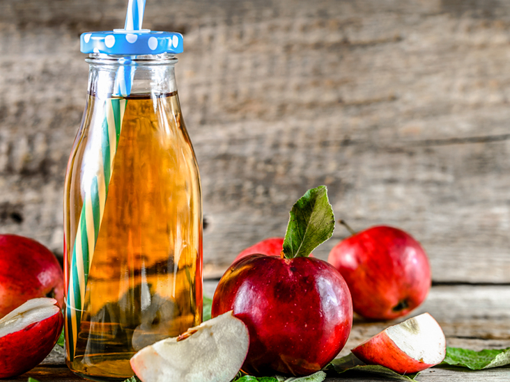 4 Benefits of Apple Juice (And 5 Downsides)