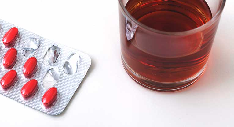 when taking antibiotics can i drink alcohol