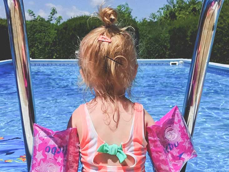 How do you get lice Can head lice be spread in a swimming pool