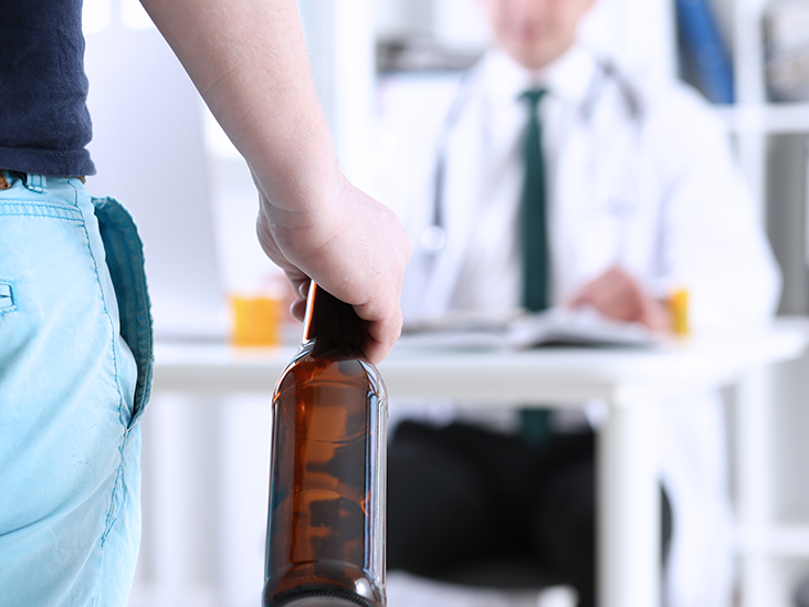 alcoholism causes risk factors and symptoms